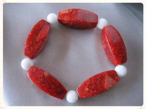 Very Chunky Red Sponge Coral & Snow White Agate Bead Bracelet